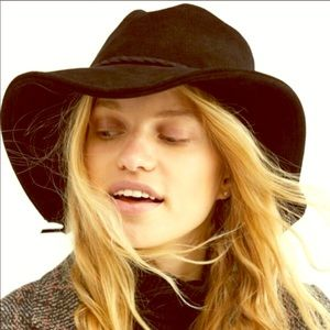 🥰Free People Tennessee Suede Hat One size/ Black
